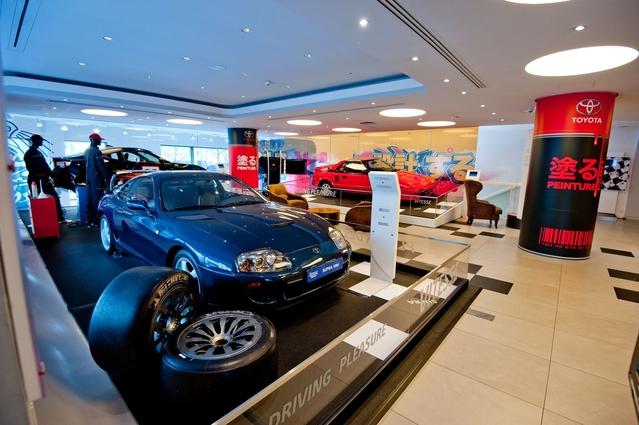 Toyota envoie un message clair: il a su faire, et sait toujours faire, autre chose que des hybrides à la conduite pépère.