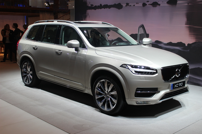 volvo xc90 le premier sino su dois vid o en direct du salon de paris 2014. Black Bedroom Furniture Sets. Home Design Ideas