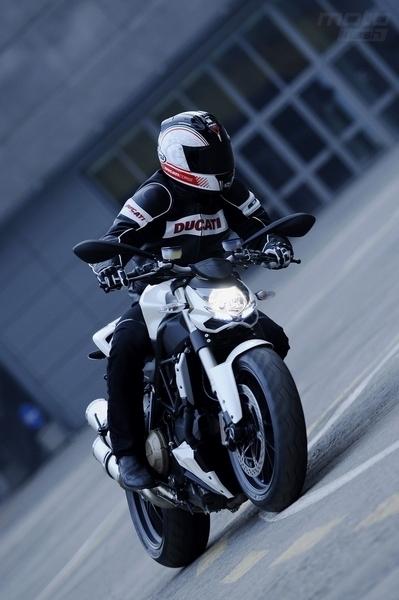 Ducati Streetfighter 2009 : Toutes les infos, toutes les photos [30 images HD]