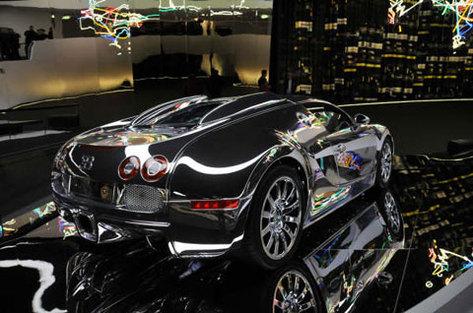 Bugatti Veyron chromée: réflexion faite ... (2ème)