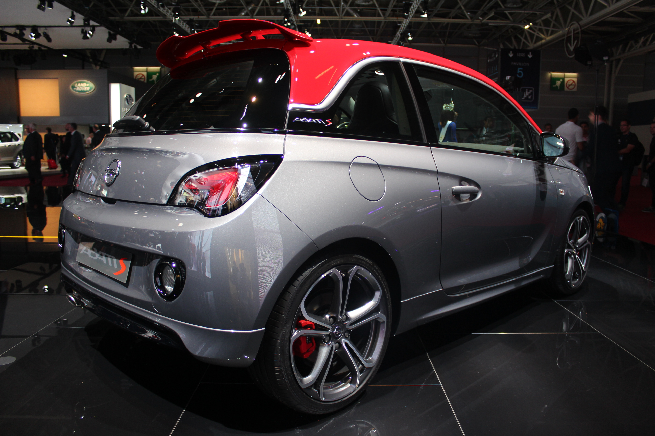 opel adam s sport chic vid o en direct du salon de paris 2014. Black Bedroom Furniture Sets. Home Design Ideas