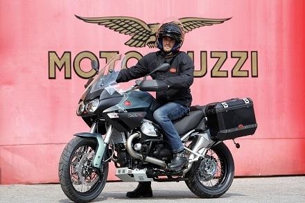 Nouveauté – Moto Guzzi: la Stelvio NTX annonce 32 litres et 272 kilos