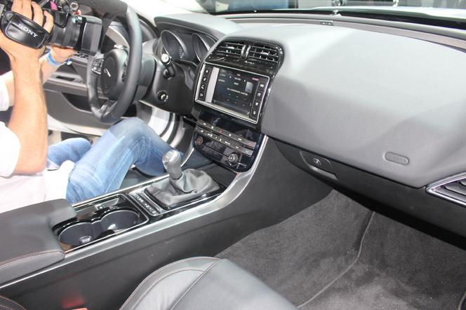 Jaguar XE : fracassante - Vidéo en direct du salon de Paris 2014