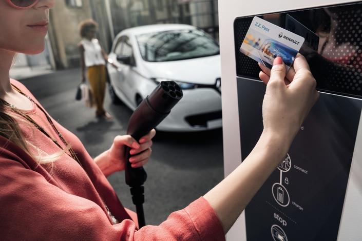 Avec les bornes publique de recharge, se posent les questions de l'accessibilité et de la maintenance.