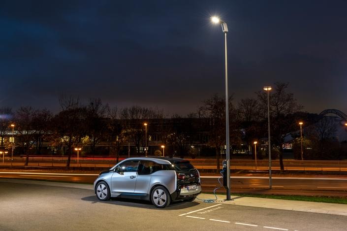 On vous l'a dit et répété, les voitures électriques vont sauver la planète. Dans ces conditions, comment expliquer que personne (ou presque) n'en veuille?