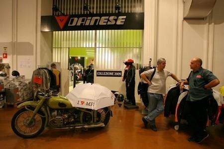 Dainese ouvre son premier D-Garage tricolore aux portes de Paris.
