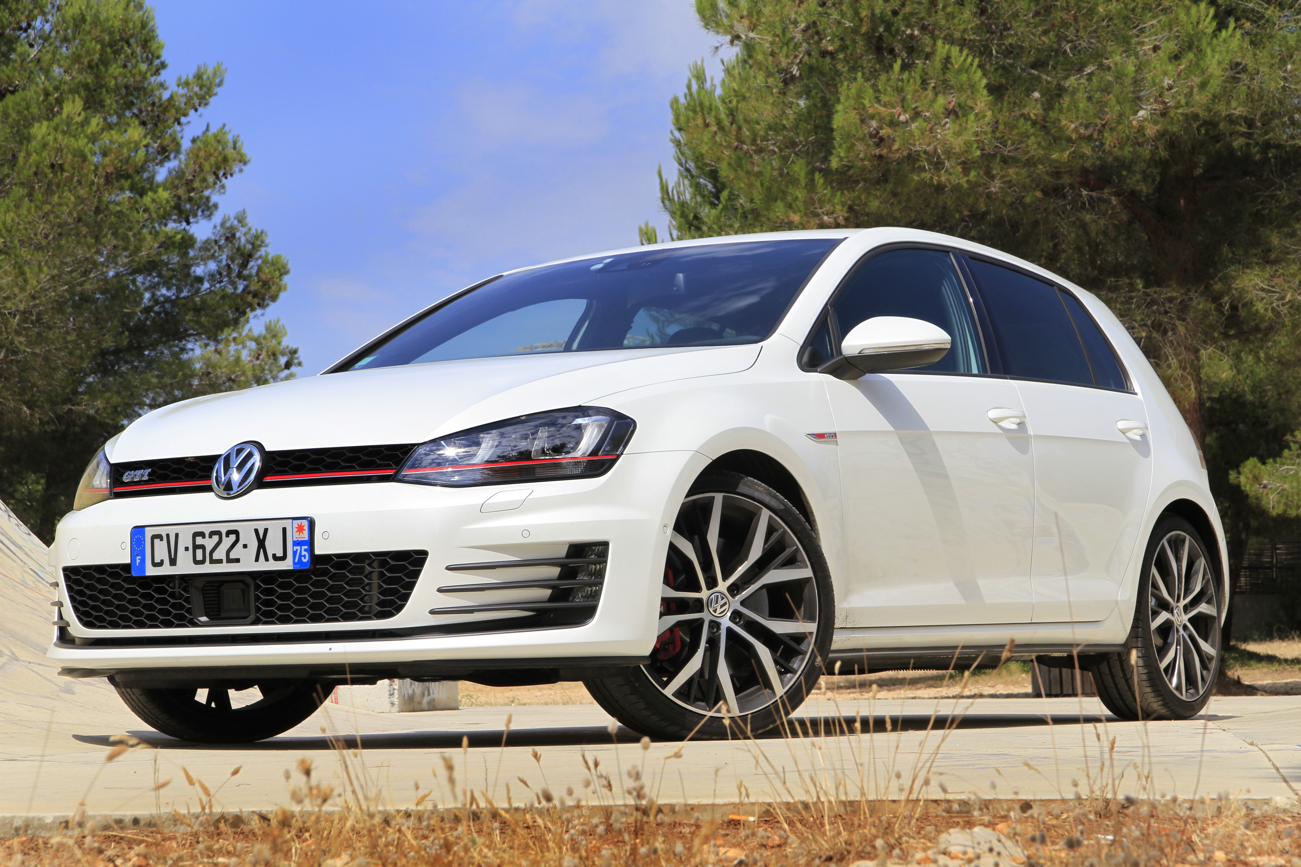http://images.caradisiac.com/images/7/9/6/0/87960/S0-Essai-video-Volkswagen-Golf-GTI-7-Grand-mere-est-une-rockstar-297841.jpg