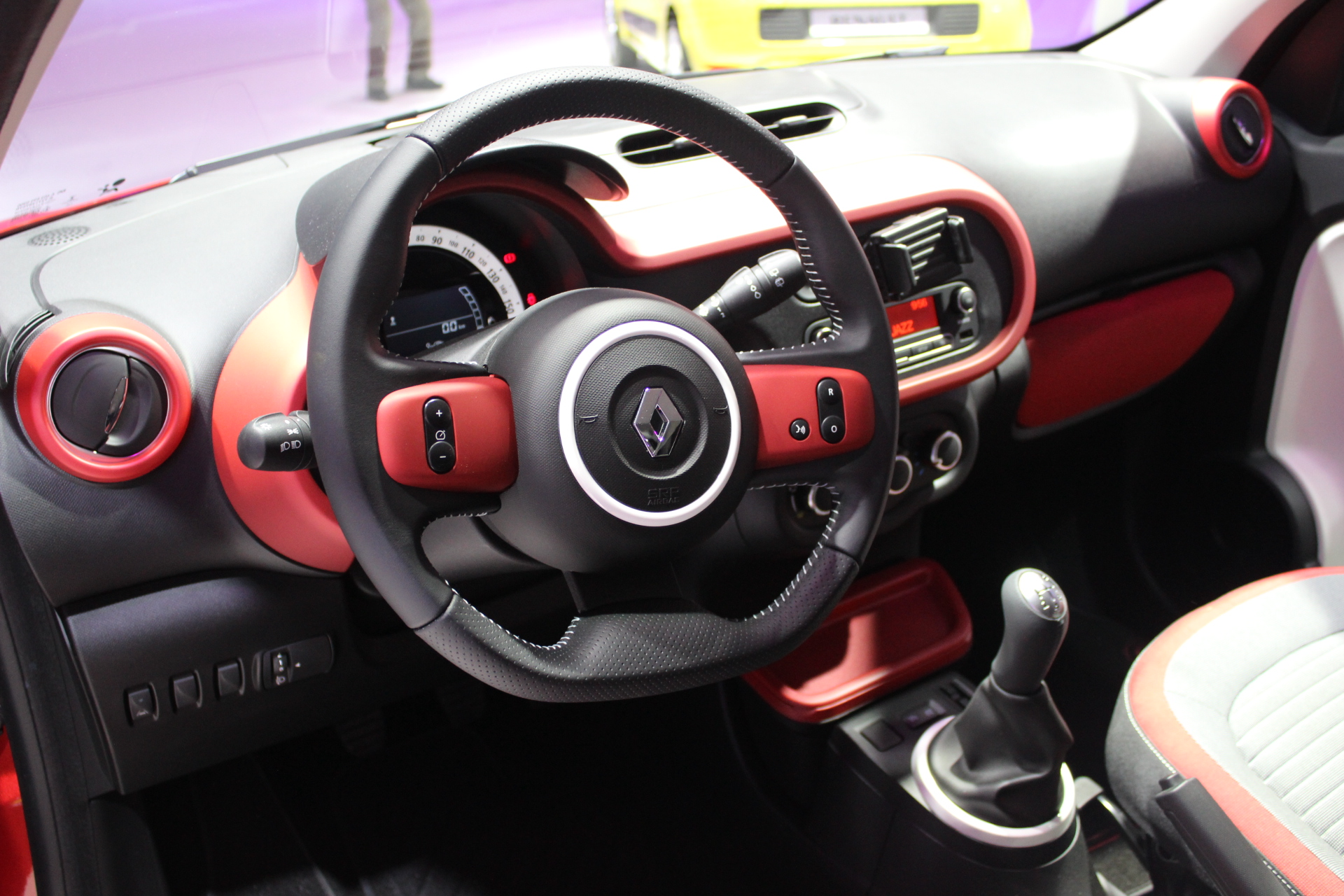 renault twingo 3 sortie nationale vid o en direct du salon de paris 2014. Black Bedroom Furniture Sets. Home Design Ideas