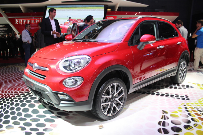 fiat 500 x ultime d clinaison vid o en direct du salon de paris 2014. Black Bedroom Furniture Sets. Home Design Ideas