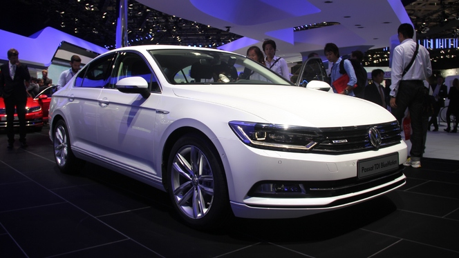 volkswagen passat 8 retour gagnant vid o en direct du salon de paris 2014. Black Bedroom Furniture Sets. Home Design Ideas