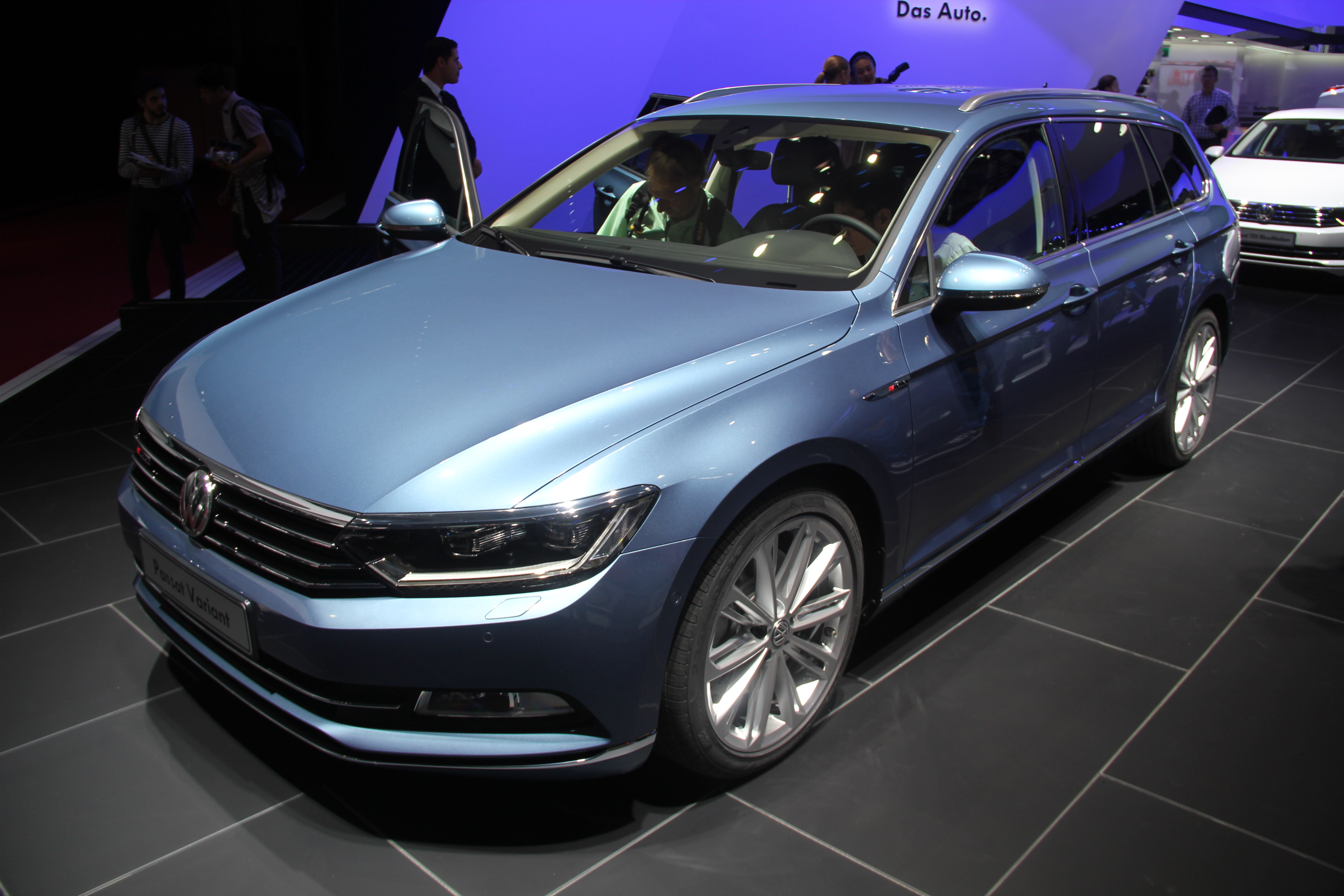 volkswagen passat 8 sw balle de break vid o en direct du salon de paris 2014. Black Bedroom Furniture Sets. Home Design Ideas