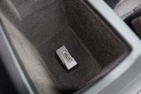 Pas de prise USB, seulement une connexion Audi