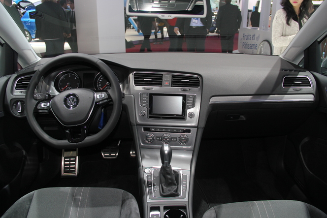 Volkswagen Golf AllTrack : simple déguisement ? - Vidéo en direct du Salon de Paris 2014
