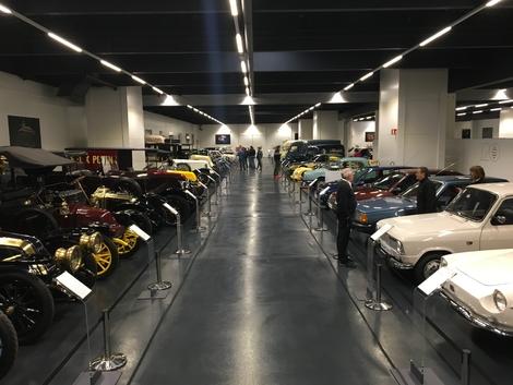 La collection Renault compte plus d'une centaine de modèles.