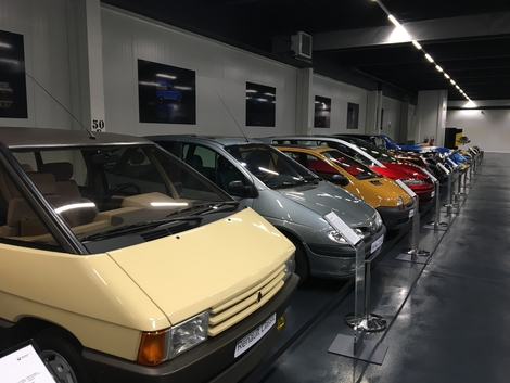 Renault a 120 ans : retour nostalgique sur des modèles mythiques (reportage vidéo)