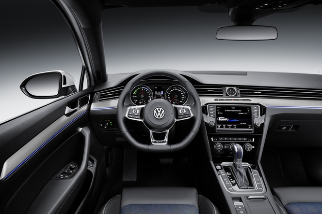 Volkswagen Passat 8 GTE : branchée - En direct du Salon de Paris 2014