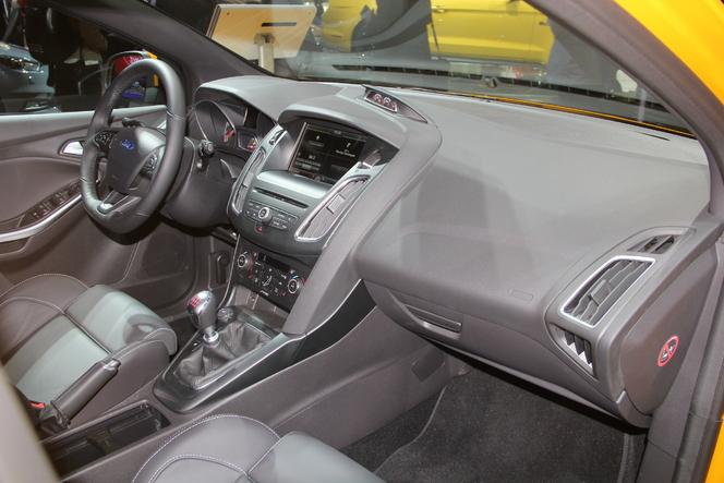 Ford Focus ST restylée : bonifiée - Vidéo en direct du Salon de Paris 2014
