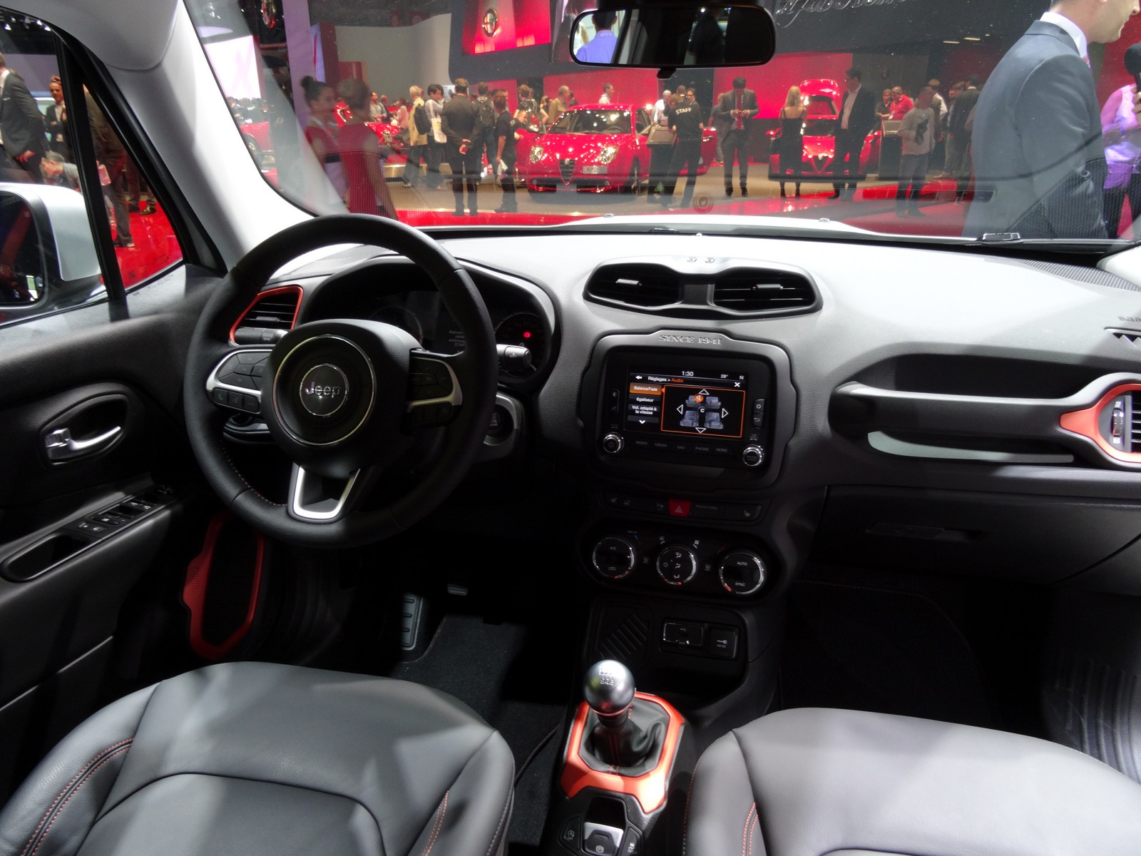 jeep renegade hit assur vid o en direct du salon de paris 2014. Black Bedroom Furniture Sets. Home Design Ideas