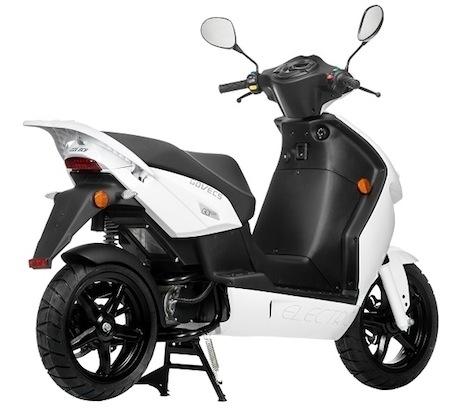 Économie: le boom des scooters en autopartage