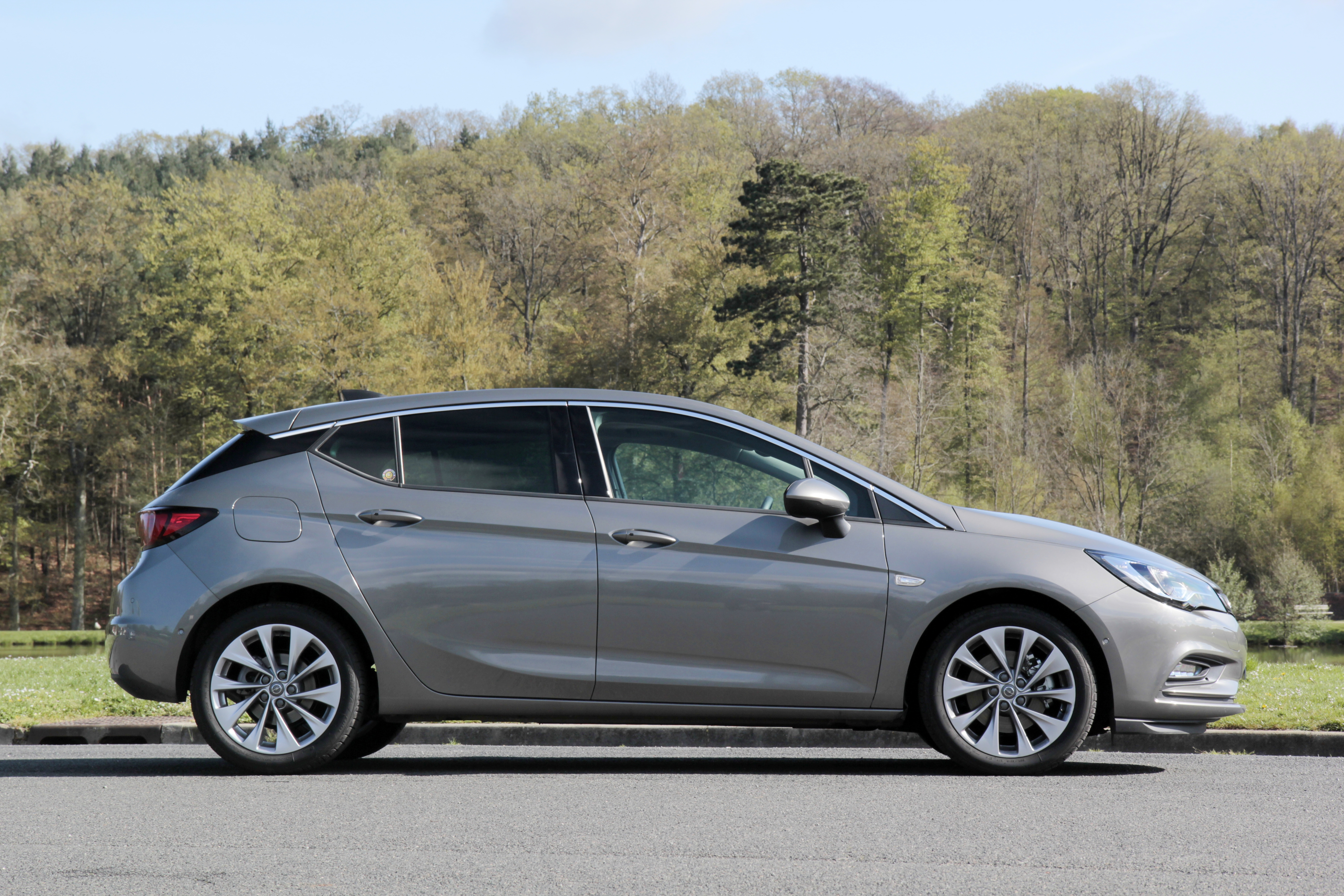 Comparativa: Opel Astra VS Renault Megane VS Volkswagen Golf  S0-comparatif-video-renault-megane-vs-opel-astra-vs-volkswagen-golf-la-deuxieme-tentative-sera-t-elle-la-bonne-378200
