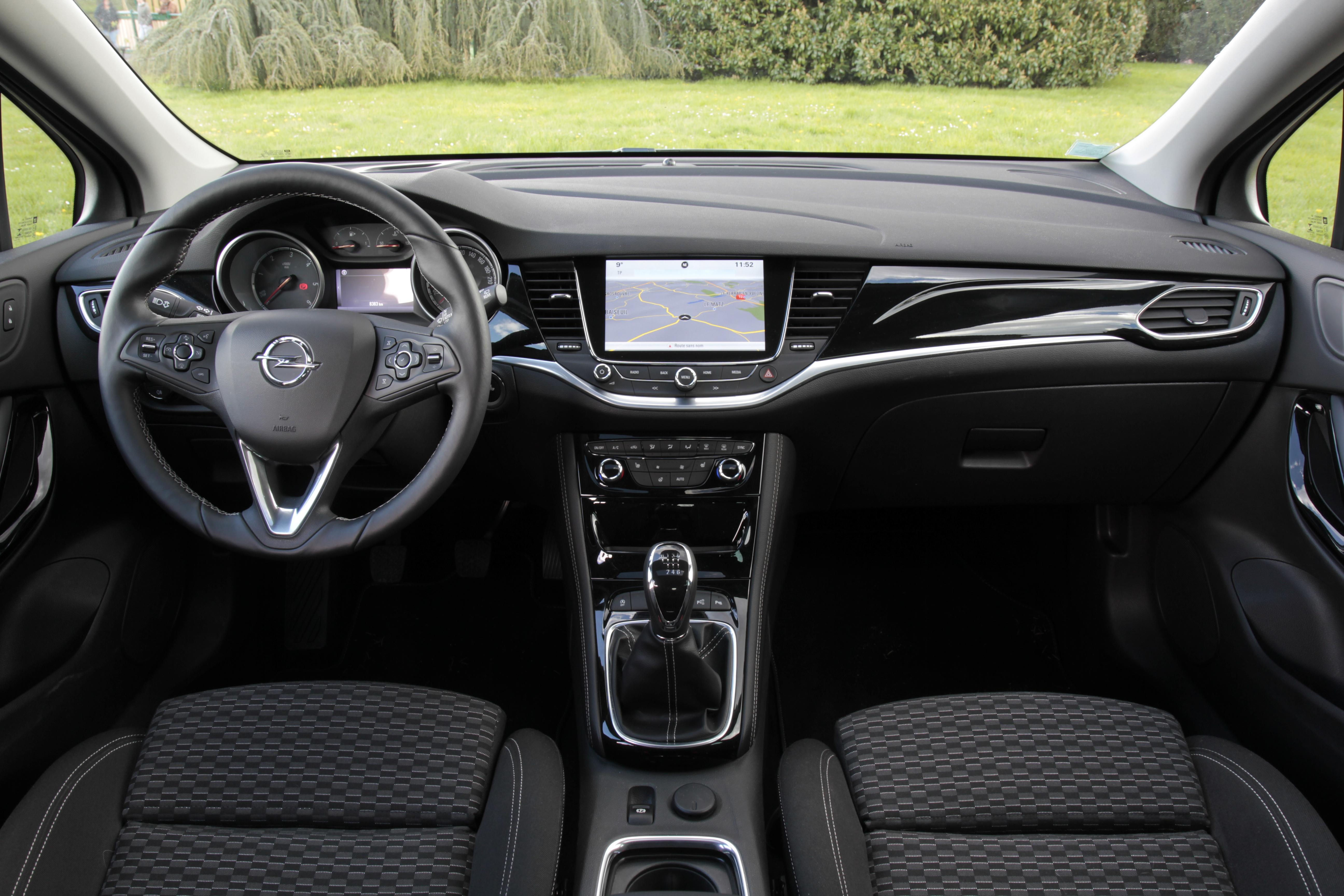 Comparativa: Opel Astra VS Renault Megane VS Volkswagen Golf  S0-comparatif-video-renault-megane-vs-opel-astra-vs-volkswagen-golf-la-deuxieme-tentative-sera-t-elle-la-bonne-378215