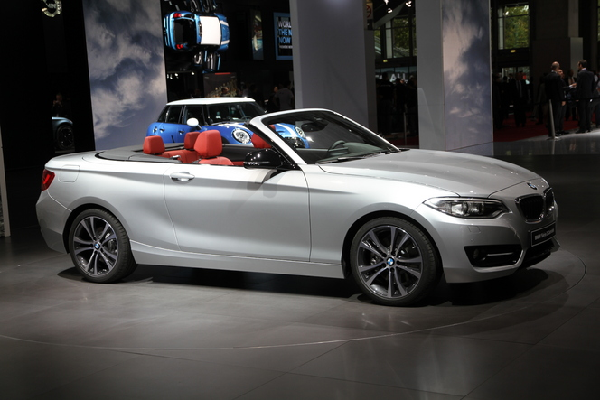 bmw s rie 2 cabriolet comme une grande vid o en direct. Black Bedroom Furniture Sets. Home Design Ideas