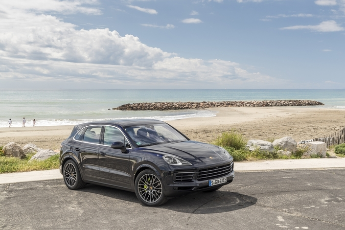 essai porsche cayenne e hybrid la version la plus sollicit e. Black Bedroom Furniture Sets. Home Design Ideas