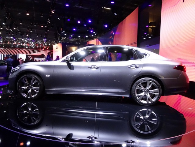 Infiniti Q70 : Beau potentiel, mais... - Vidéo en direct du Salon de Paris 2014