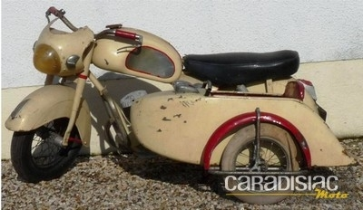 En marge de la moto...