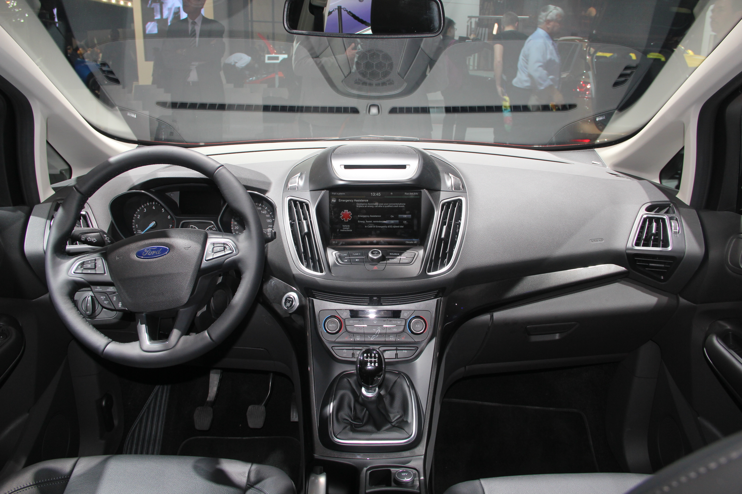 Ford c max restyl nouvelle identit vid o en direct for Interieur ford c max