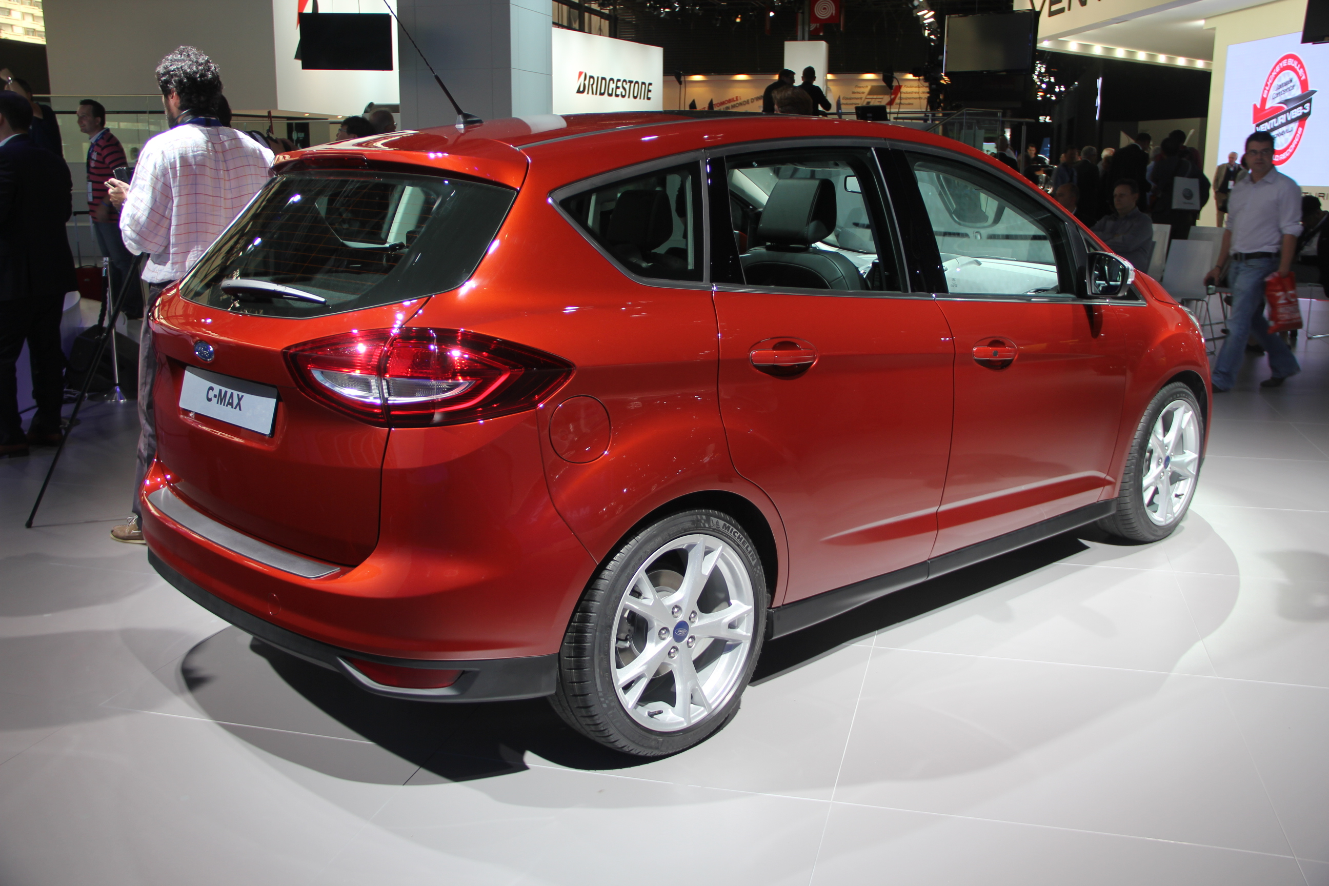 Ford c max restyl nouvelle identit vid o en direct du salon de paris 2014