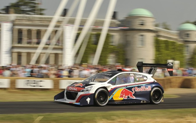 Goodwood 2013 : la Peugeot 208 T16 Pikes Peak battue par une vieille Jaguar