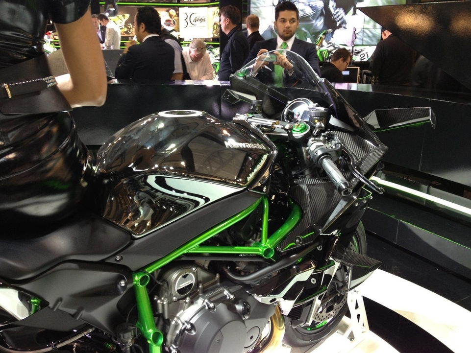En direct de l'EICMA - Kawasaki: la H2 se donne encore de l'R