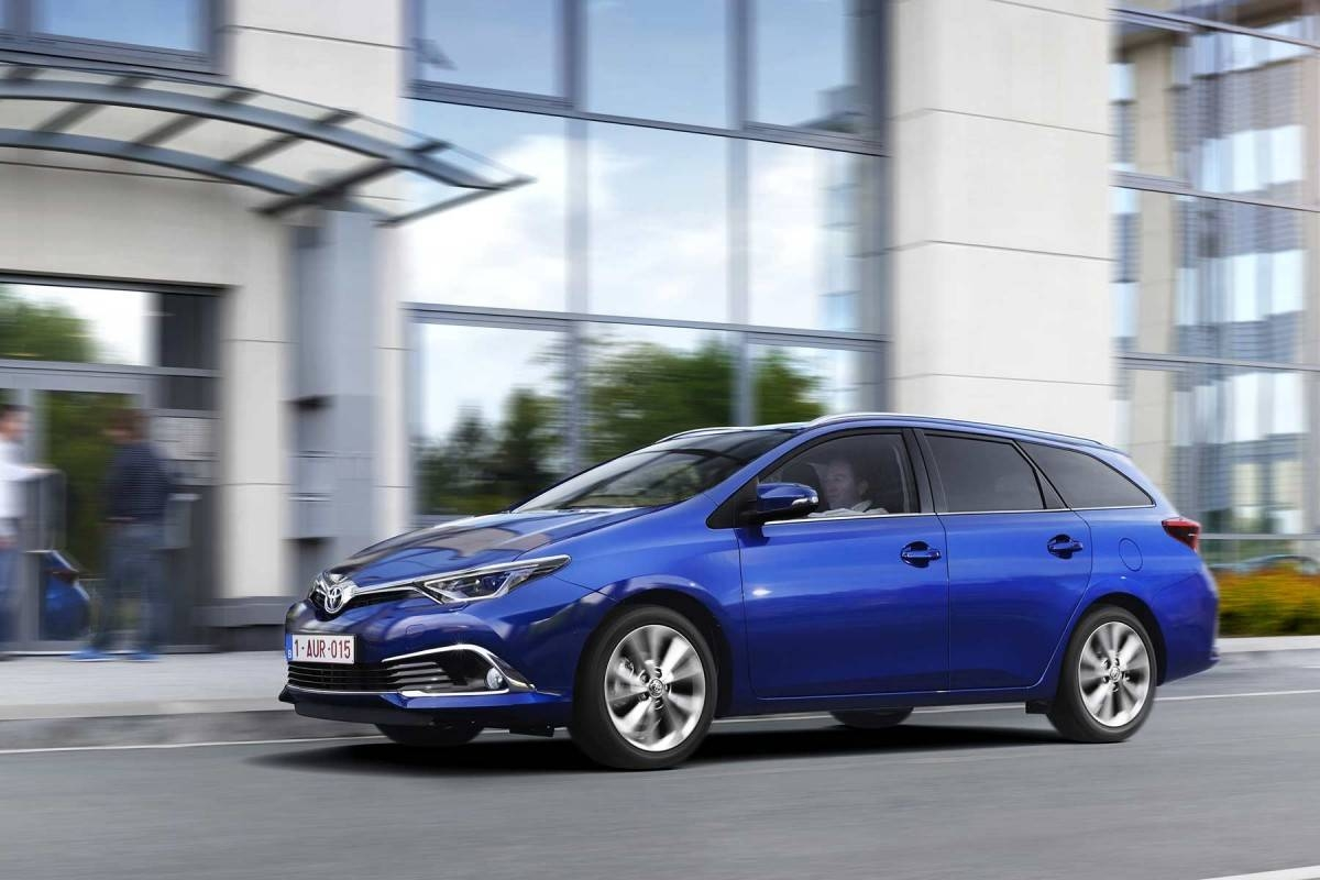 news toyota modernise l 39 avensis et l 39 auris. Black Bedroom Furniture Sets. Home Design Ideas