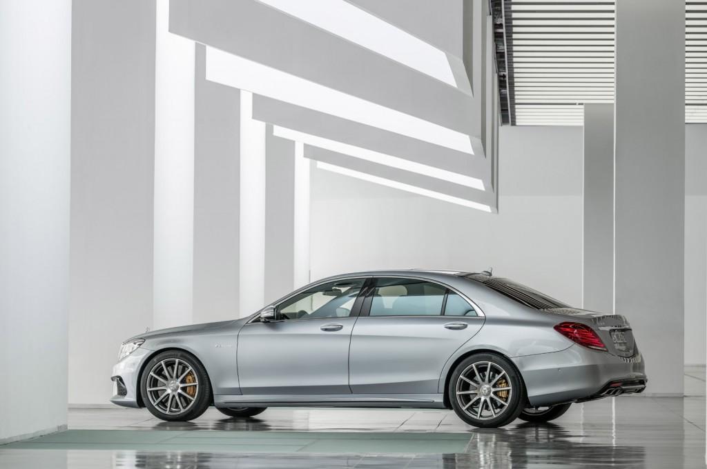 http://images.caradisiac.com/images/8/0/7/1/88071/S0-Voici-la-nouvelle-Mercedes-S63-AMG-298158.jpg
