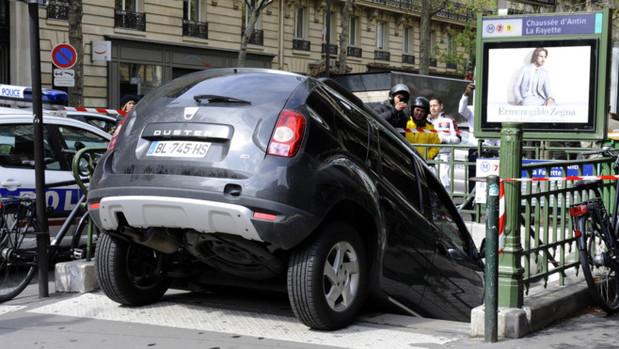 Insolite : prendre le métro en Dacia Duster n'est pas aisé