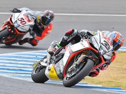 Superbike - Qatar: Sylvain Guintoli sera seul face à Tom Sykes