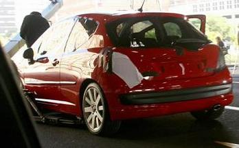 Le voile se lève sur la Peugeot 207