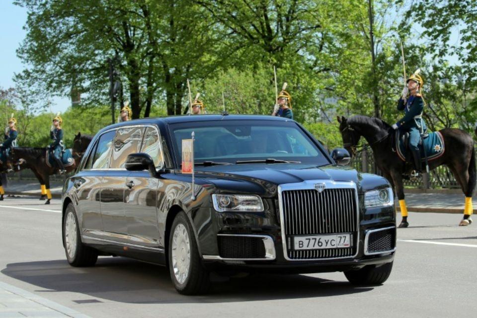 une nouvelle limousine russe pour poutine. Black Bedroom Furniture Sets. Home Design Ideas