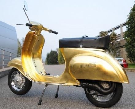 Insolite – Scooter: une Vespa en or au Salon de Milan