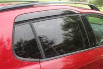 Les GT Line bénéficient des entourages de vitres noirs