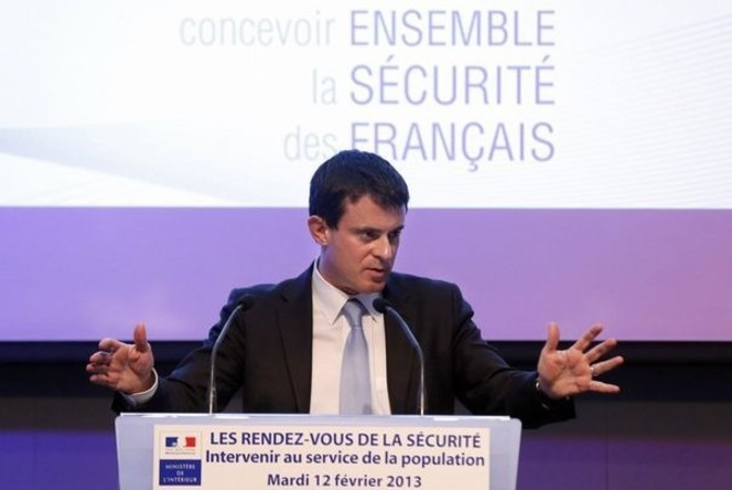 40 millions d 39 automobilistes invite manuel valls sur un paris lyon en voiture. Black Bedroom Furniture Sets. Home Design Ideas