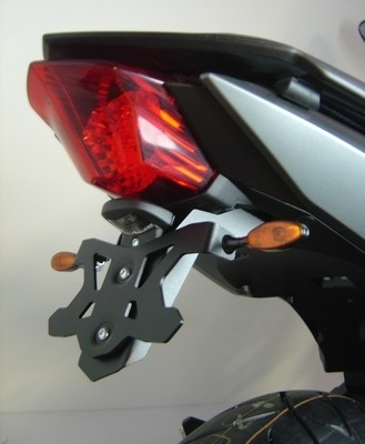 Top Block équipe la Yamaha XJ6: patins de protection et support de plaque.