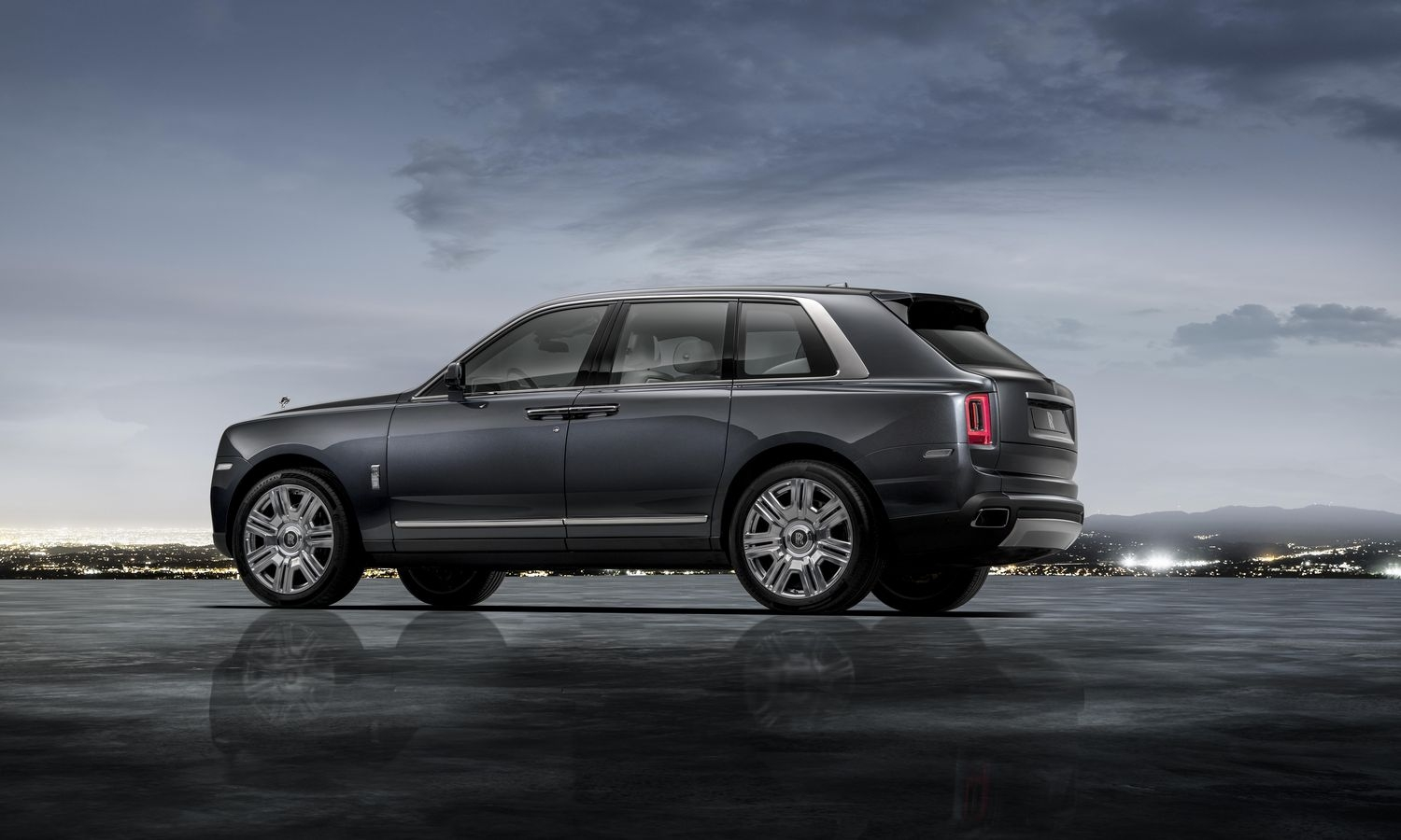 rolls royce d voile son suv cullinan. Black Bedroom Furniture Sets. Home Design Ideas