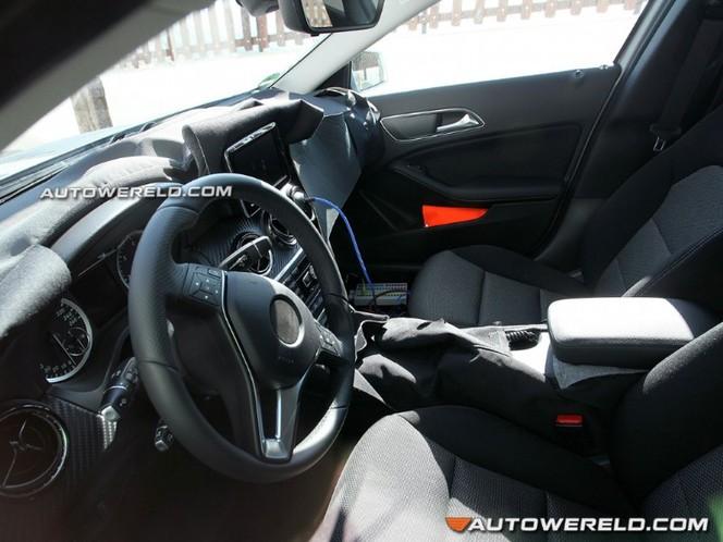 Surprise : la Mercedes GLA montre son intérieur