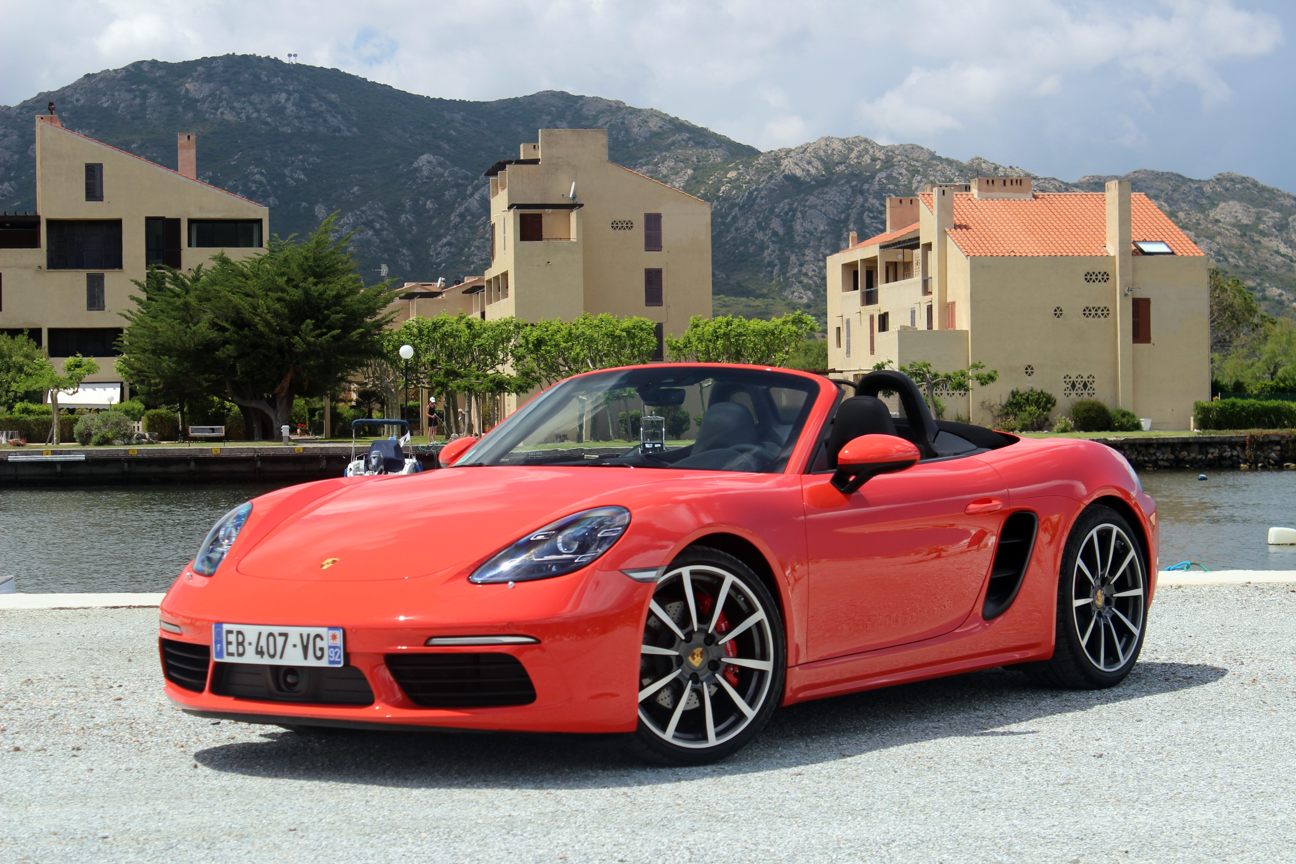 essai vid o porsche boxster 718 se mettre en 4. Black Bedroom Furniture Sets. Home Design Ideas
