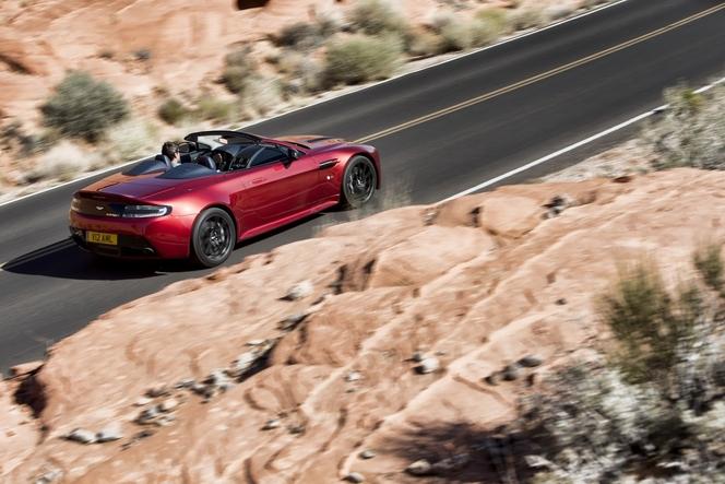 La baston du Salon #3: 458 Speciale A ou Aston Martin V12 Vantage S Roadster ? En direct du Salon de Paris 2014