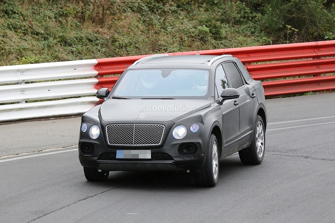 Surprise : le SUV Bentley encore de sortie