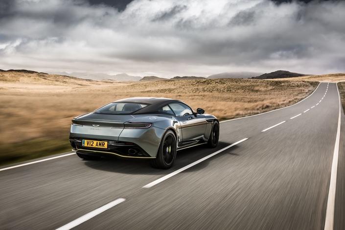 Aston Martin DB11: une nouvelle V12 AMR