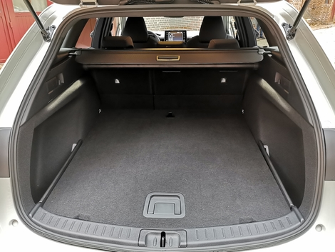 The boot space is 596 liters with the bench seat in place and 1,606 liters with the bench seat folded down.  Very good values.